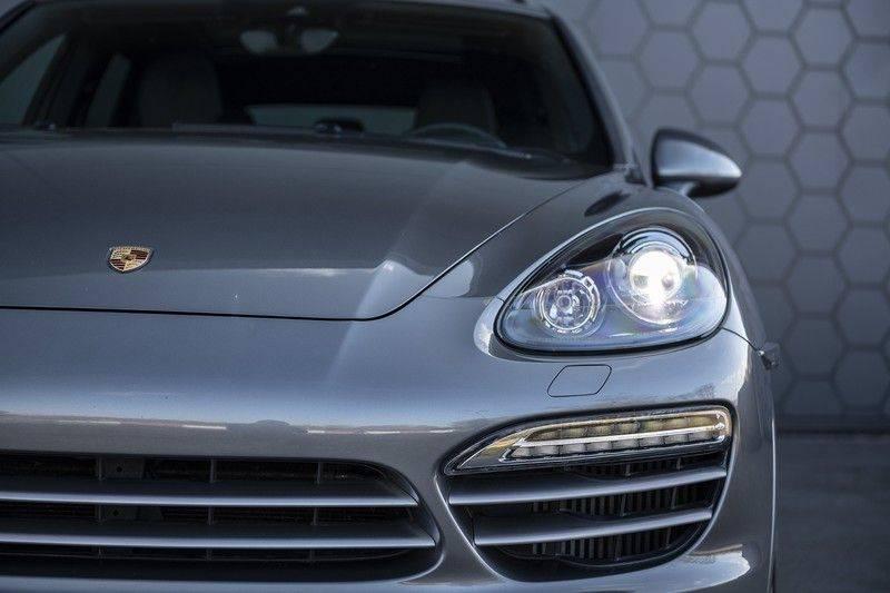 Porsche Cayenne 3.0 D Platinum Edition Org. Ned. + Dealer onderhouden + Sportchrono + Stuur/ Stoel verwarming+ Stoel koeling + Bose afbeelding 11