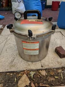 Pressure cooker sealed