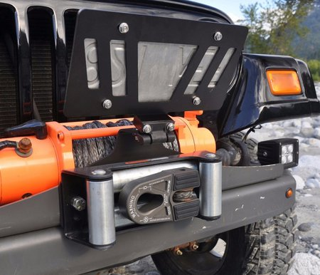 license plate mount covering winch hook