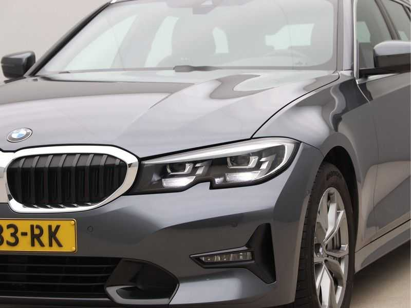 BMW 3 Serie Touring 330i Executive Edition afbeelding 19