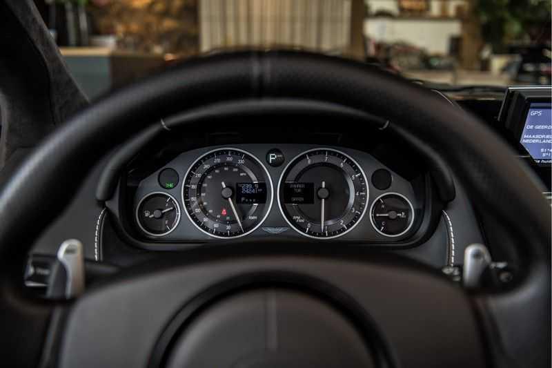 Aston Martin DBS Volante 6.0 V12 Black Carbon Edition afbeelding 16