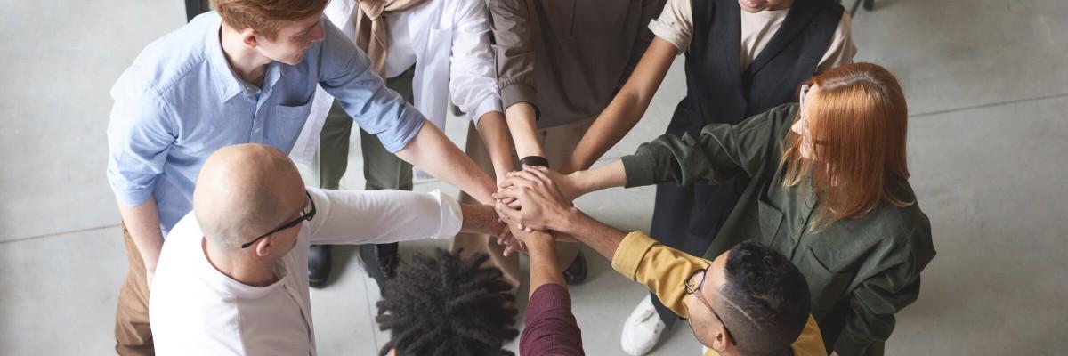 Team-Spirit erhöhen - Die neue Unternehmensausrichtung in einem Stickeralbum