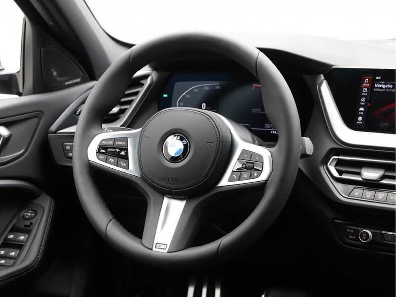 BMW 1 Serie 118i High Exe Edition Aut. M-Sport afbeelding 3