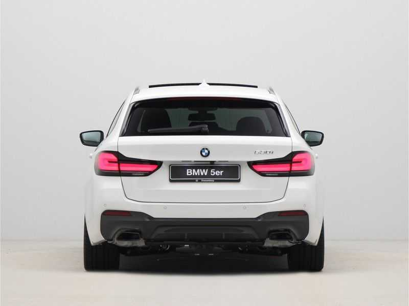 BMW 5 Serie Touring 530i Launch Edition M-Sport Automaat afbeelding 13