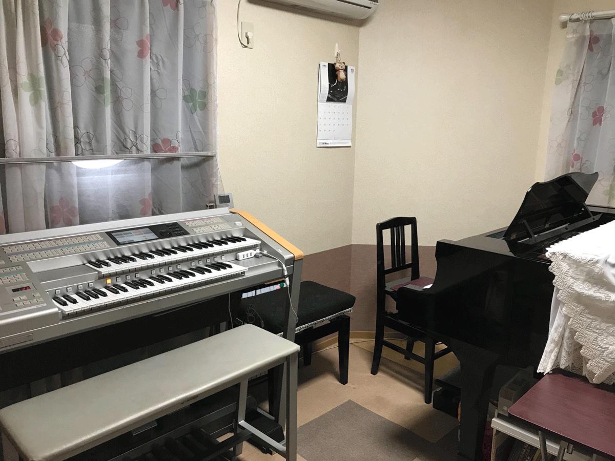 エレクトーンとピアノ