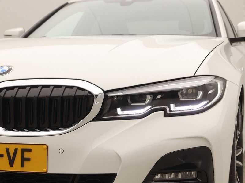 BMW 3 Serie Sedan 320i High Executive M-Sport Automaat afbeelding 20