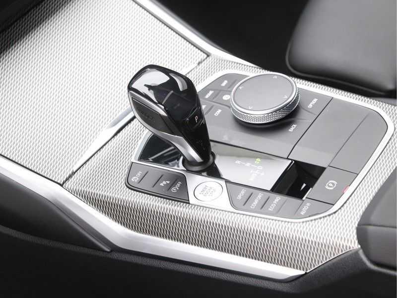 BMW 3 Serie 320i Exe M-Sport Aut. afbeelding 16