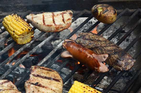 Houtkool barbecue met groente