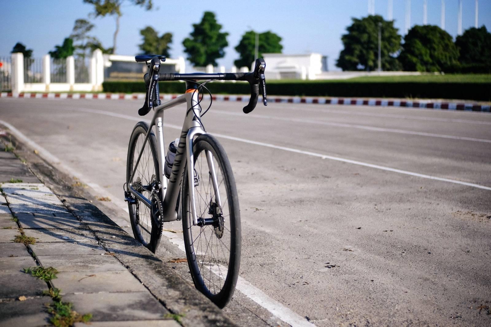 จักรยาน Canyon Endurace CF SL มองจากด้านหน้า