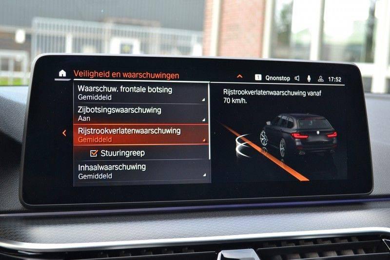 BMW 5 Serie Touring 540i xDrive 333pk M-Sport Pano Laser Comfort LiveCp DA+ HUD 20inch afbeelding 16