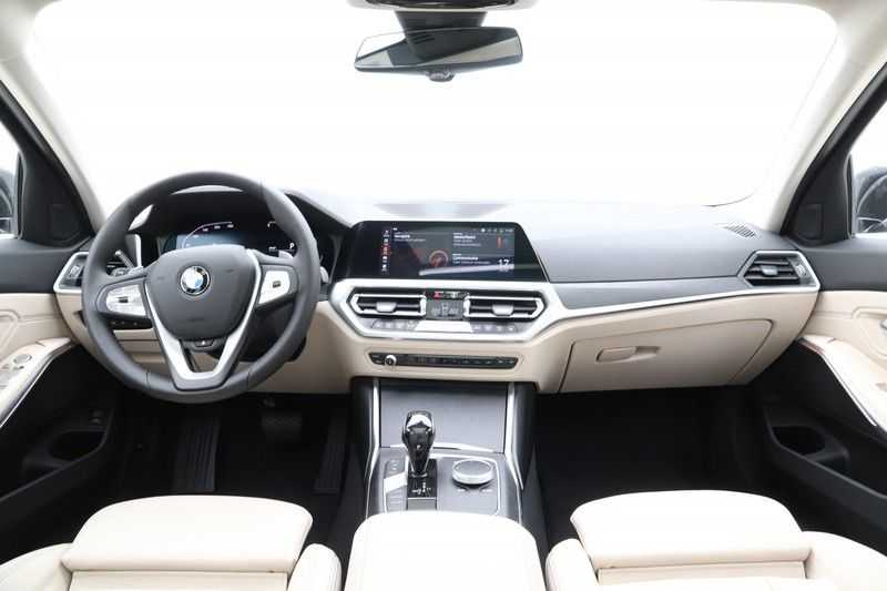 BMW 3 Serie Touring 320d Luxury Line High Executive afbeelding 4