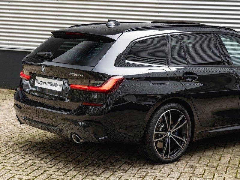 BMW 3 Serie Touring 330e xDrive M-Sport - Panorama - Harman Kardon - Active Cruise afbeelding 10