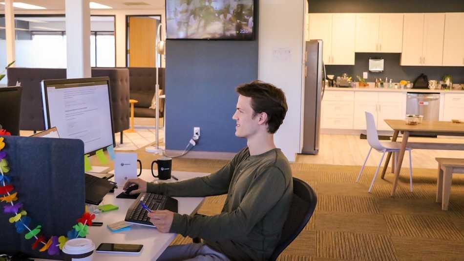 https://d33wubrfki0l68.cloudfront.net/6915838c95544f27b4f3c645cc3a4198bf5aa77c/f6501/static/594c07796b3296b2158f5cb84b84949d/smartcar-employee-spotlight-teddy.jpg