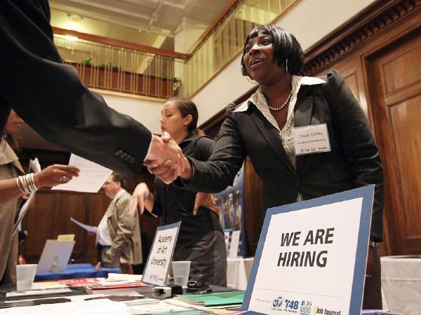 일자리 급증…실업수당 신청자 감소