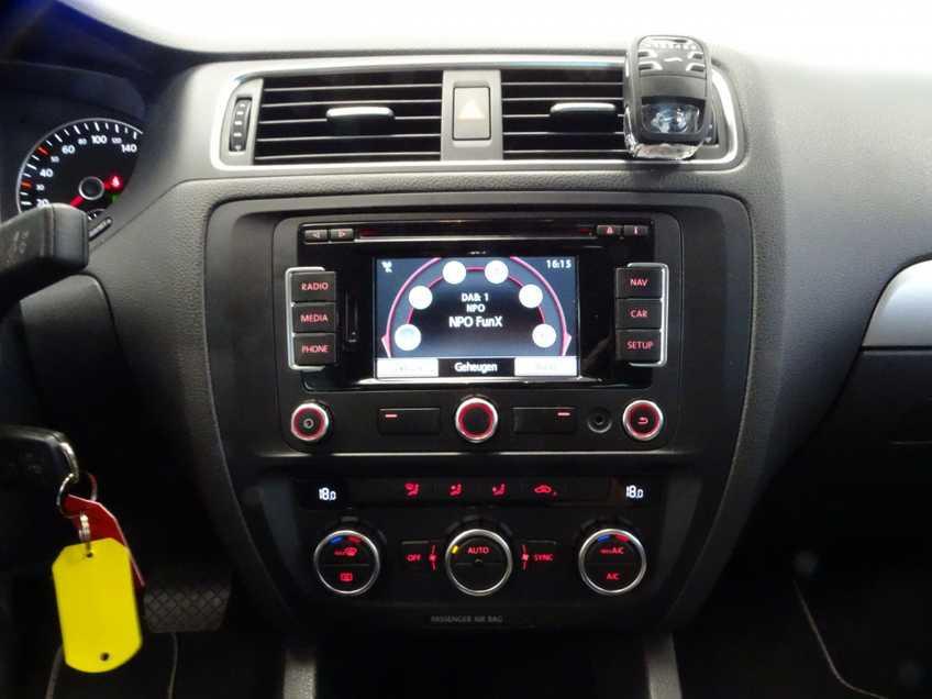 "Volkswagen Jetta 1.4 TSI Hybrid Highline Navigatie Xenon Clima Cruise 17""LM PDC Camera afbeelding 10"