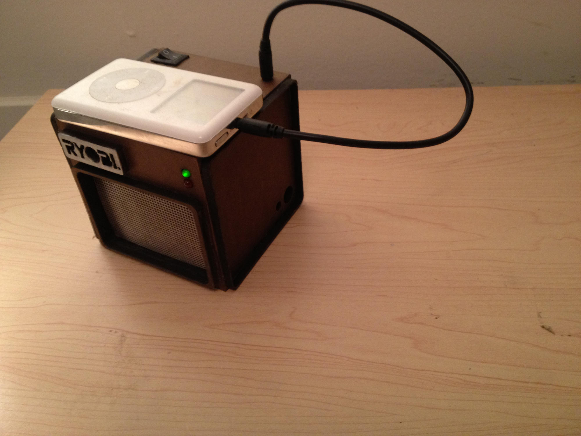 Cube with iPod