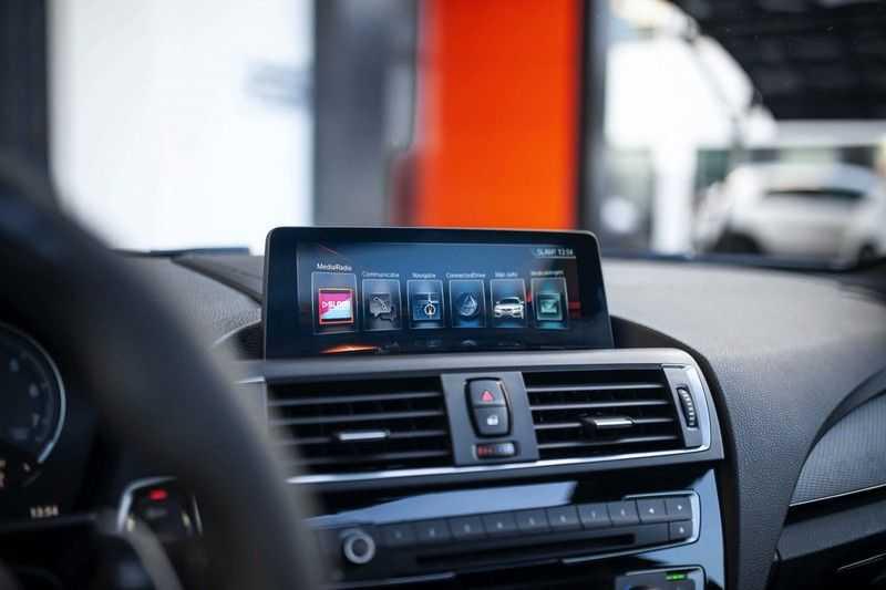 BMW M2 Coupé DCT *M-Performance uitlaat / LED stuur / H&K / Comp. velgen* afbeelding 22