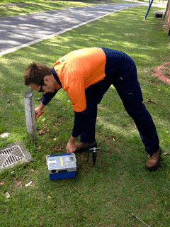 expert service locating technician