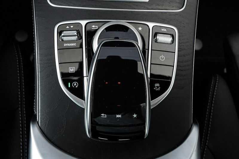 Mercedes-Benz GLC 250 4MATIC Sport Edition AMG Pano Trekhaak Camera 360° afbeelding 13