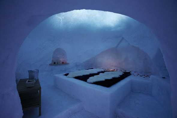 """Igloo di ghiaccio nel Rifugio ecosostenibile """"Bella Vista"""", Senales, Bolzano"""