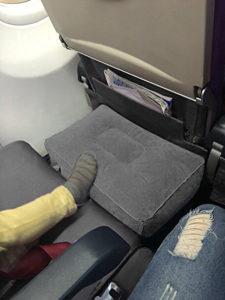 Inflatable footrest for planes