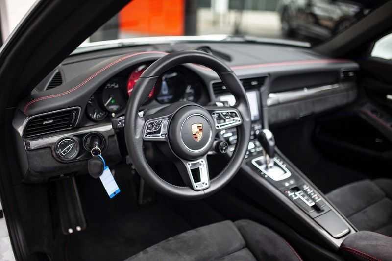 Porsche 911 Cabrio 991.2 3.0 Carrera 4 GTS *BOSE / Liftsysteem / Sport Chrono / DAB / PASM* afbeelding 22