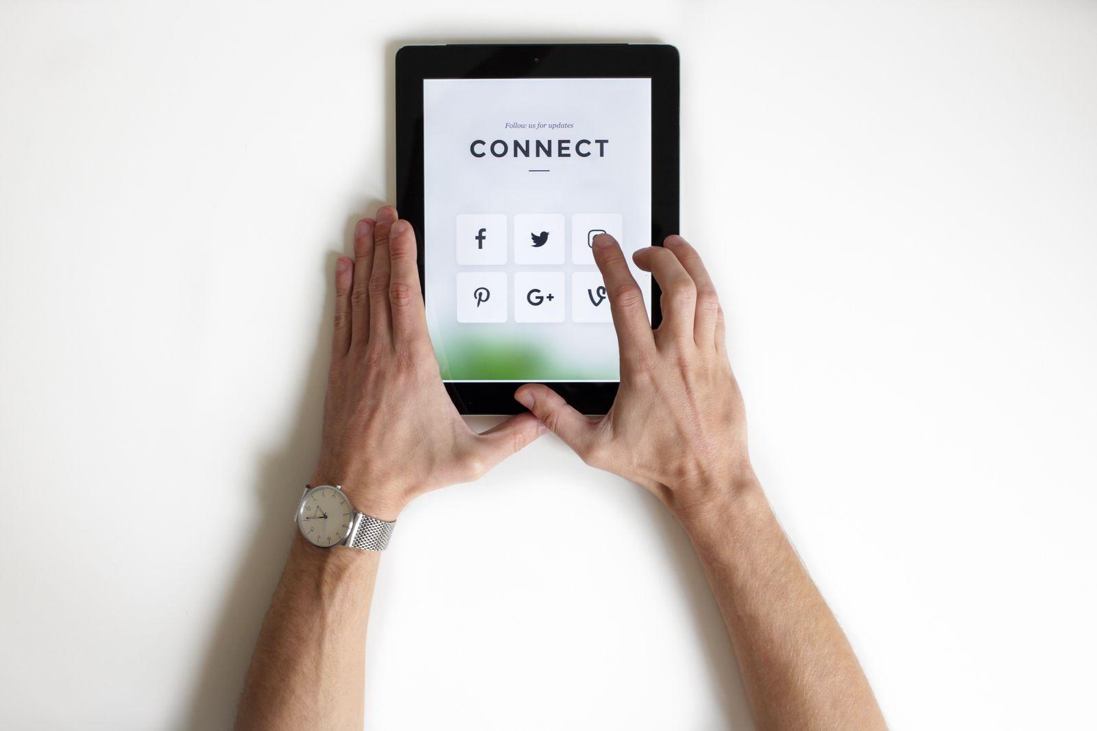 ipad displaying social networks
