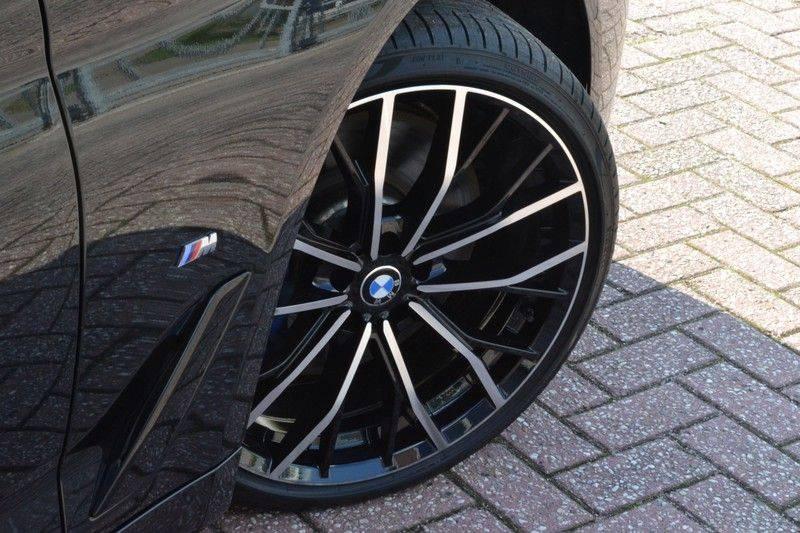 BMW 5 Serie Touring 540i xDrive 333pk M-Sport Pano Laser Comfort LiveCp DA+ HUD 20inch afbeelding 11