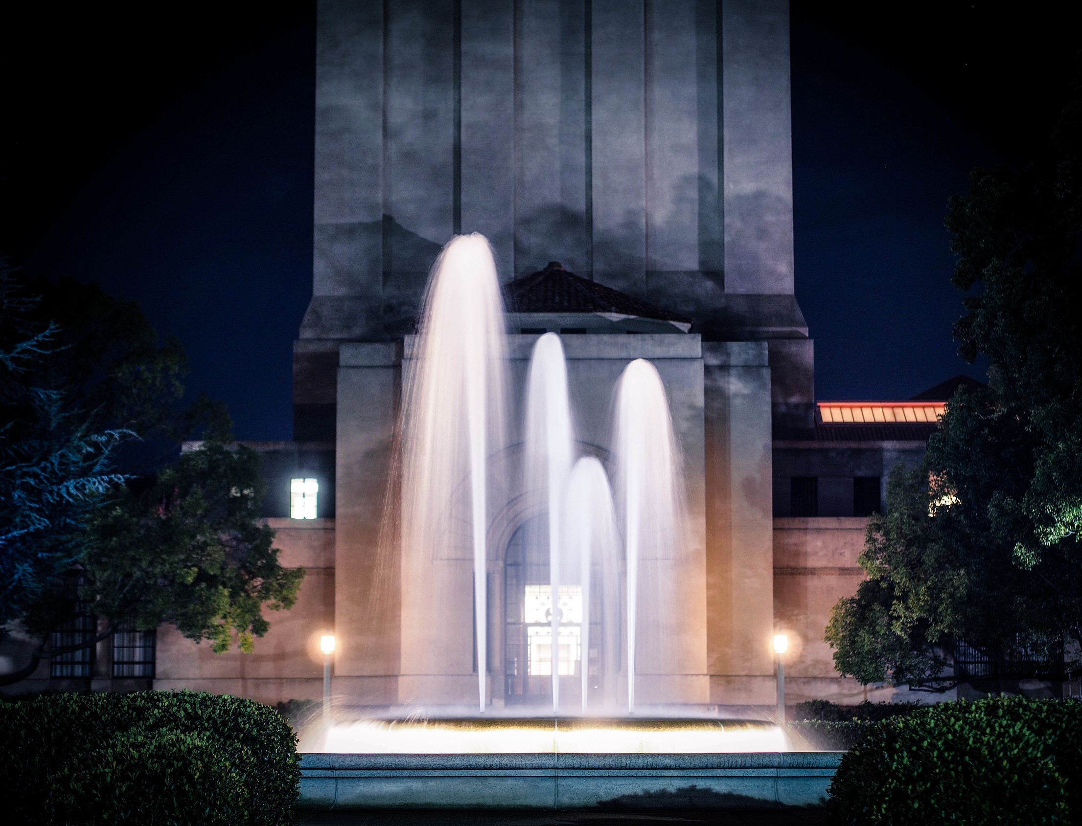 Stanford fountain in front of Hoover tower