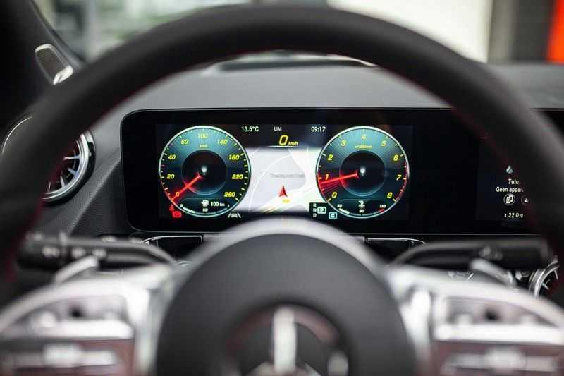 Mercedes-Benz GLA 200 AMG Line *Pano / HUD / Memorystoelen / 360 Cam / Burmester* afbeelding 3