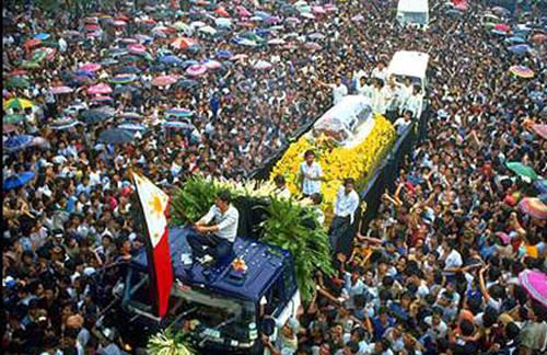 Aquino1983funeral.jpg