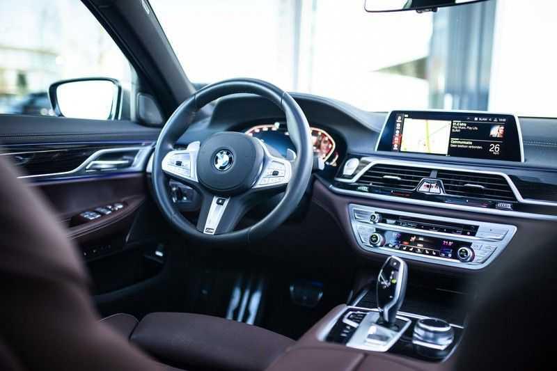BMW 7 Serie 740d xDrive *Schuifdak / H&K / Memory / LED / ACC / Stoelventilatie* afbeelding 7