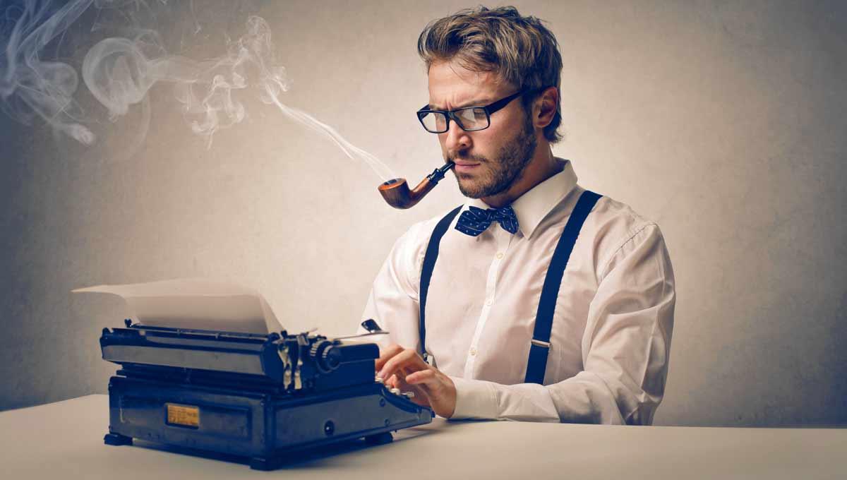 Een schrijver met een typmachine