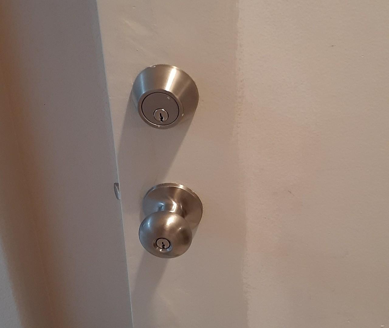 repair-and-maintenance-door-handle-repairs--after-02