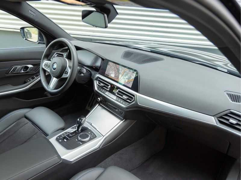 BMW 3 Serie Touring 330i M-Sport - Panorama - Trekhaak - Camera - Harman Kardon afbeelding 10
