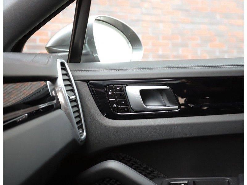 Porsche Cayenne Coupé 3.0 E-Hybrid *Sport Design*Pano*Soft-Close* afbeelding 25