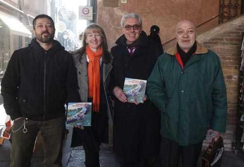 Da sinistra: Enrico Rambaldi, Silvia Togni, Sauro Mattarelli (Fondazione del Monte di Bologna e Ravenna) e Alfio Longo, l'editore (Ph. Giampiero Corelli)