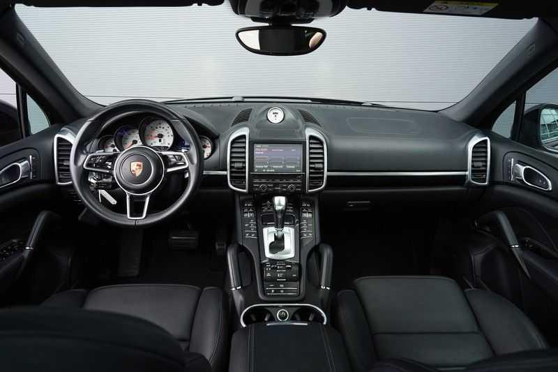 "Porsche Cayenne 3.0 D Facelift Sport Design Sportchrono + stoelen Pano 21"" afbeelding 6"