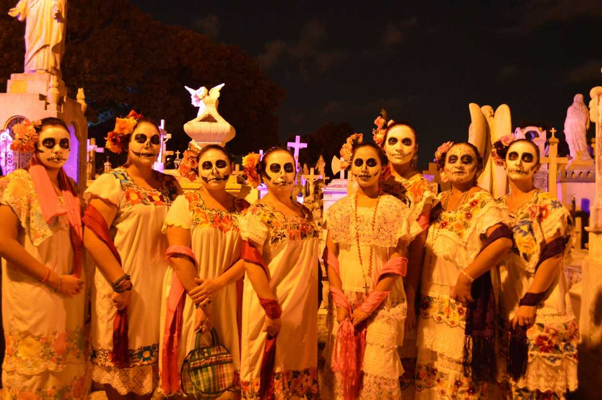 Image of people gathering at the cemetary on Day of the Dead