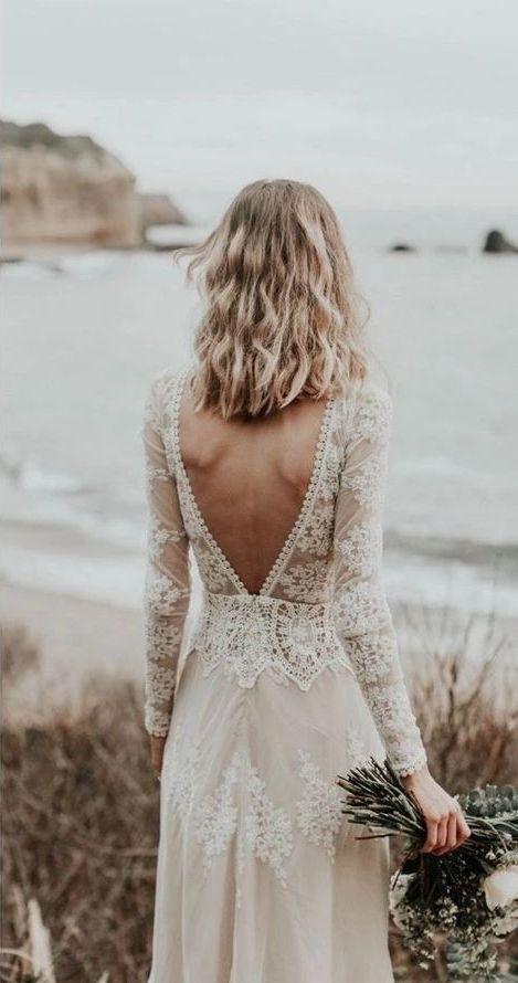 Mariée en robe bohème à dos nu