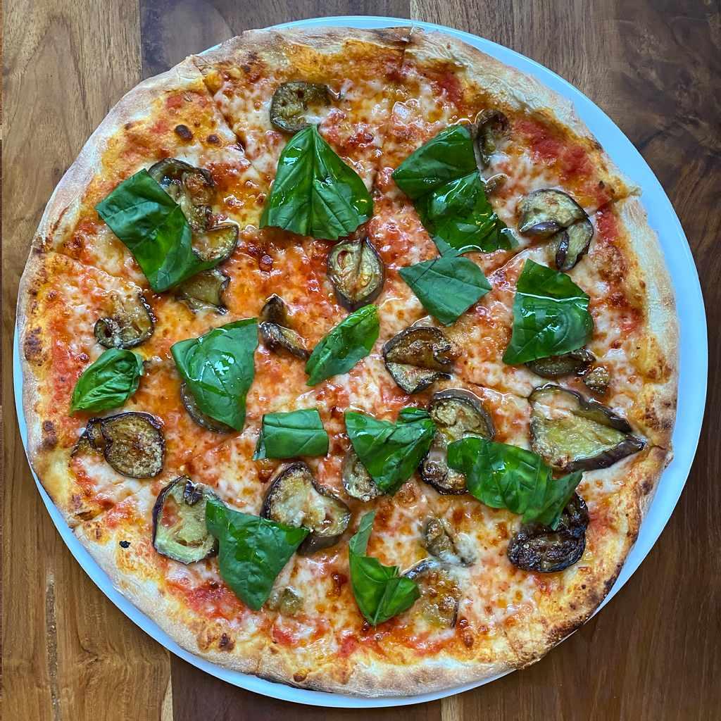 pizza: parmigiana