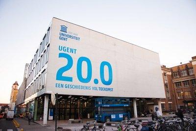 <p>LoWatter is een dienstverlening van de <strong>Universiteit Gent</strong>. Aan de Universiteit Gent wordt reeds vele jaren wetenschappelijk onderzoek verricht naar Legionella in sanitair warmwatersystemen. Centraal in dit onderzoek staat het evenwicht tussen gezondheid en energiebesparing.</p> <p>Als deel van de Universiteit Gent kunnen we steeds rekenen op ondersteuning van de Universiteit en liggen we mee aan de basis van de meest recente wetenschappelijke ontwikkelingen.</p>