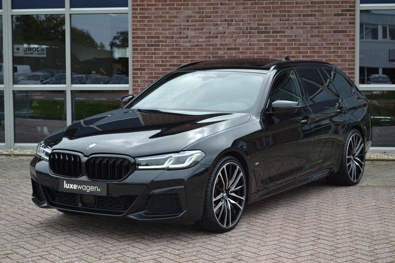 "BMW 5 Serie Touring 530d 286pk M-Sport Pano DA+ PA+ Laser 21"" Adp-drive HUD afbeelding 16"