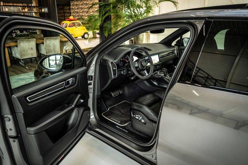 Porsche Cayenne 4.0 Turbo   Head-Up   Carbon   Panorama   3D Camera   BOSE   Trekhaak   Afwijkende stikselkleur   Stoelventilatie   NP 252.000! afbeelding 11