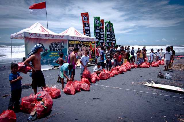 Racing To Clean - Volcom Indonesia offers an example of responsible action, the Red Bag race.