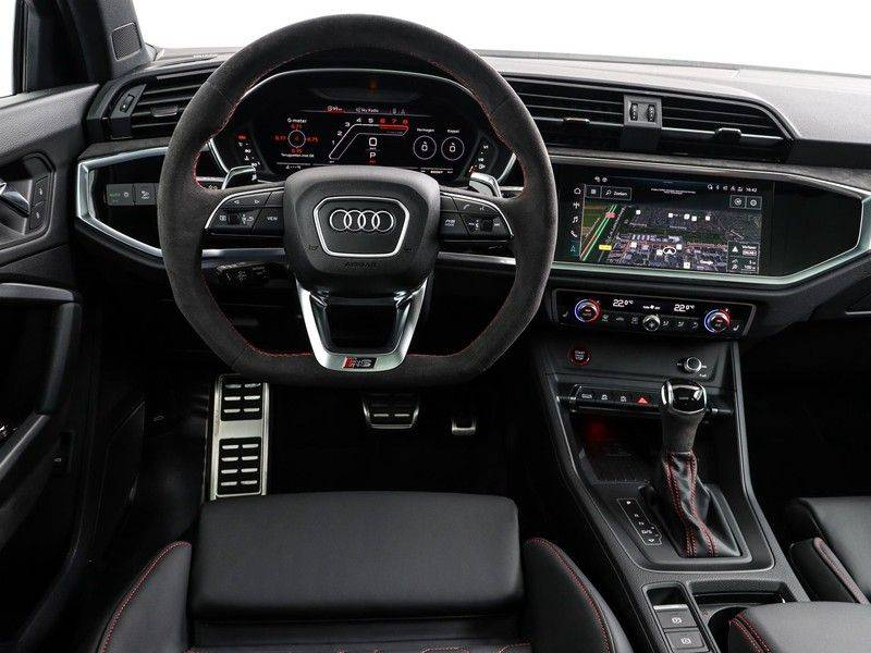 Audi Q3 Sportback TFSI RS 400 pk | Pano.Dak | Camera | Adapt.Cruise | Trekhaak| | Zwart Optiek | Alcanatara | RS Dynamic | afbeelding 3