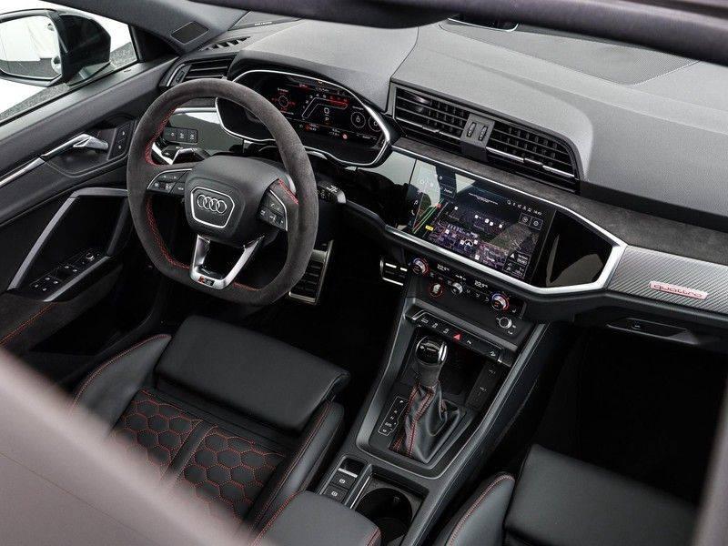 Audi Q3 Sportback TFSI RS 400 pk | Pano.Dak | Camera | Adapt.Cruise | Trekhaak| | Zwart Optiek | Alcanatara | RS Dynamic | afbeelding 4