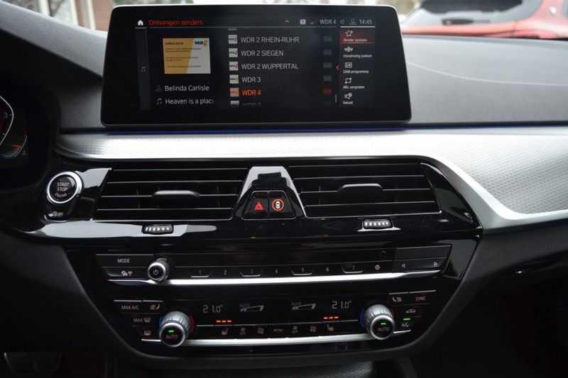BMW 5 Serie 530i High Executive M-Sport / Pano Dak / ACC / Hud afbeelding 11