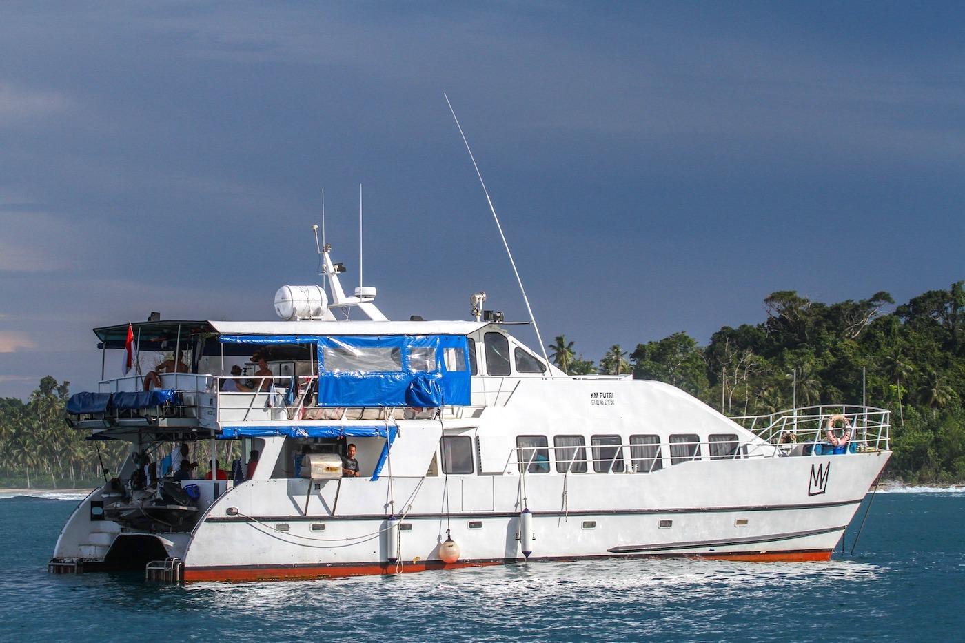 King Millenium 2 Surf Charter Catamaran Mentawai Telos Nias Decks