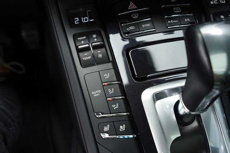 "Porsche Cayenne 3.0 D Facelift Sport Design Sportchrono + stoelen Pano 21"" afbeelding 25"